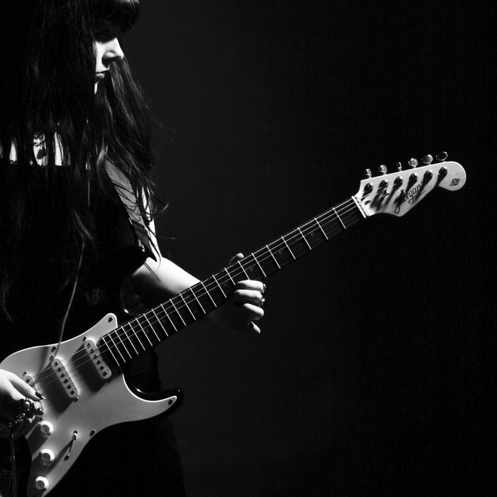 girl-with-guitar-black-and-white-i17